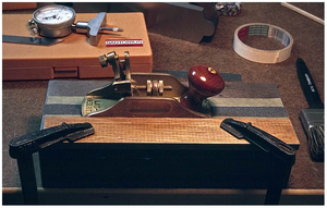The setup, ready to put a groove into a Lie-Nielsen® scraper plane